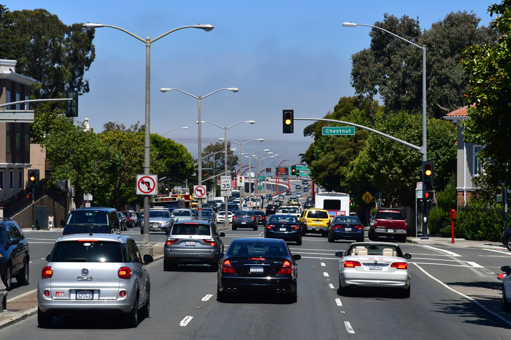 8 Crucial Steps To Avoid Common Errors When Changing Lanes