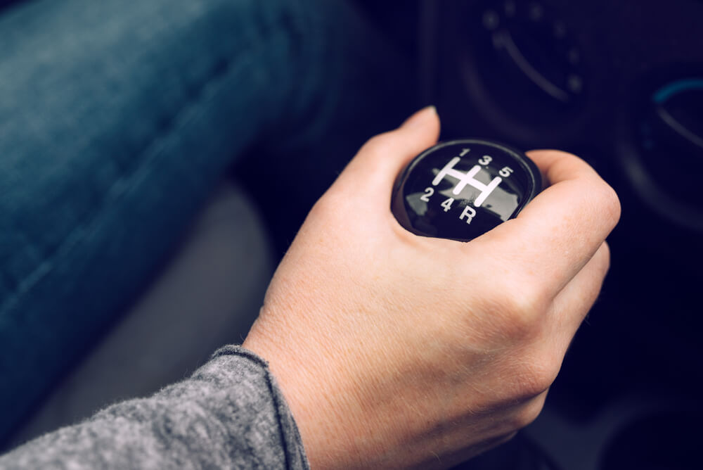 How To Start A Stick Shift >> How To Drive A Stick Shift Manual Car In 9 Easy Steps