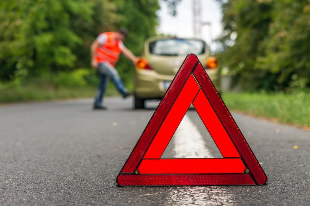 7 Vital Items You Must Keep In Your Car For Emergencies