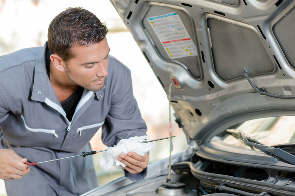 Car Engine Oil >> How To Check Your Oil In 10 Easy Steps