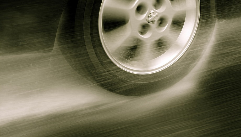 How To Read A Tire >> Hydroplaning: 9 Expert Tips To Keep Your Car Under Control